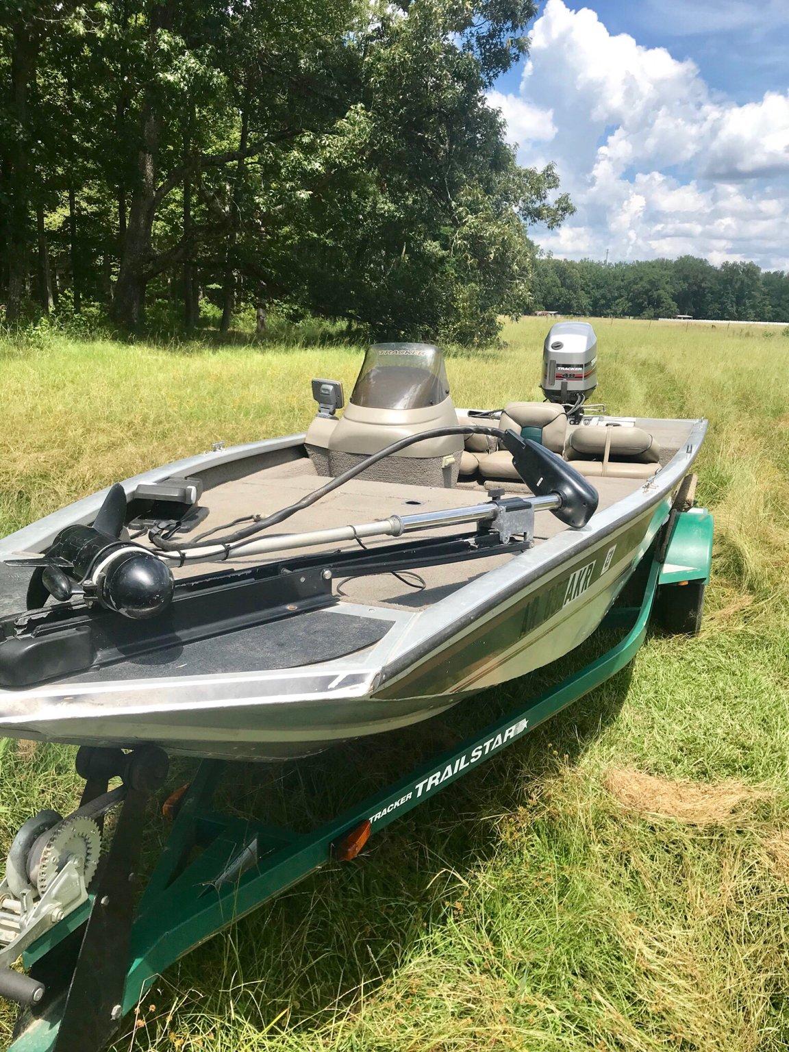 Bass Tracker 175 & 40 HP Mercury ELPTO | Arkansas Hunting